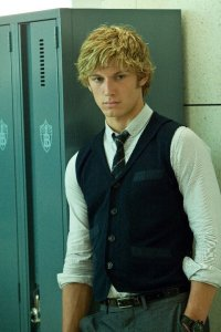 Alex Pettyfer as Dante